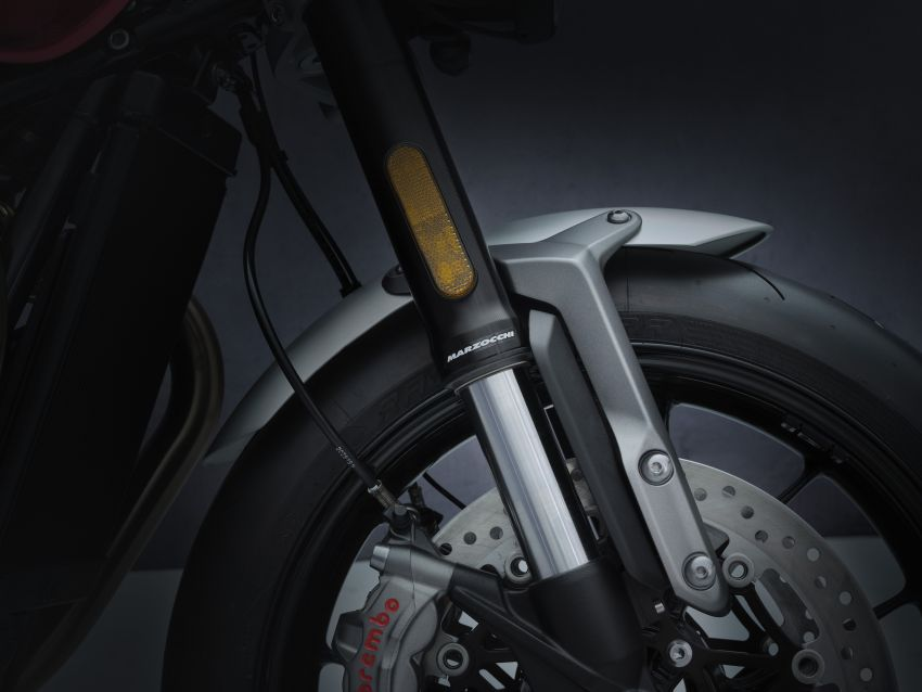 Triumph Speed Twin 2021 diperbaharui – enjin Euro 5, lebih kuasa dan tork, angkup brek Brembo Monobloc Image #1301560