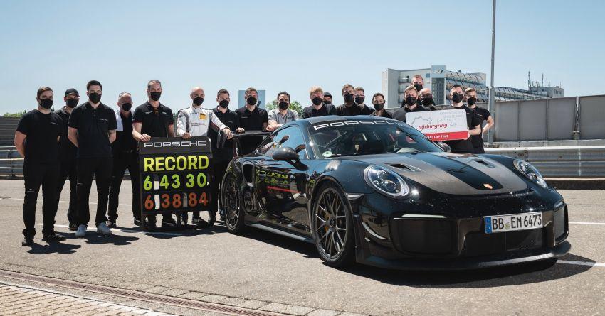 Porsche 911 GT2 RS dengan Manthey Performance Kit kini kereta produksi terpantas di Nürburgring – 6:43.3! Image #1311729