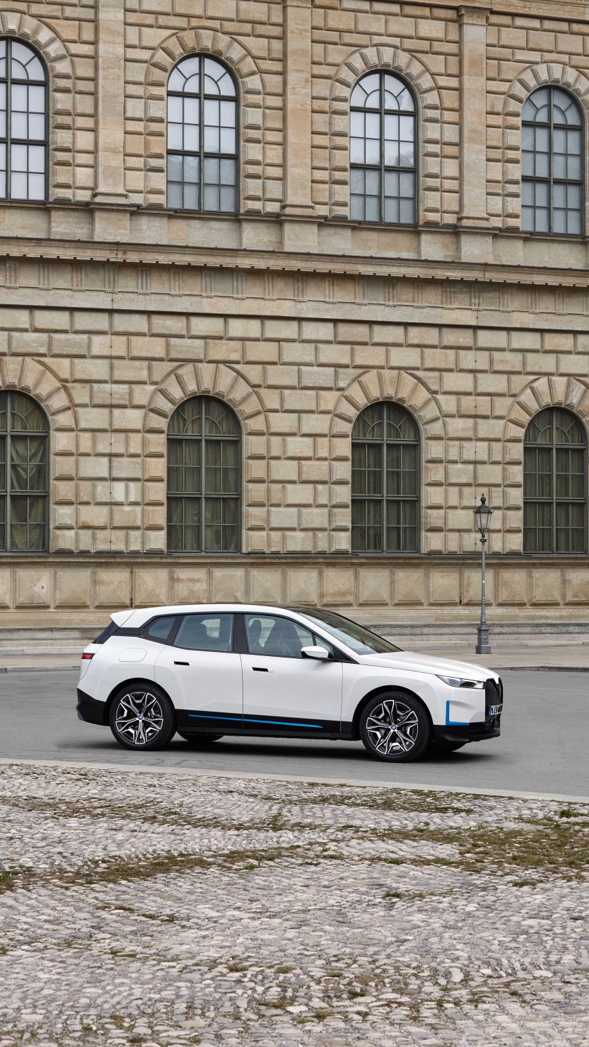 BMW iX fully detailed – power, range bumped slightly to up to 523 PS, 630 km; new M60 with over 600 PS Image #1301804