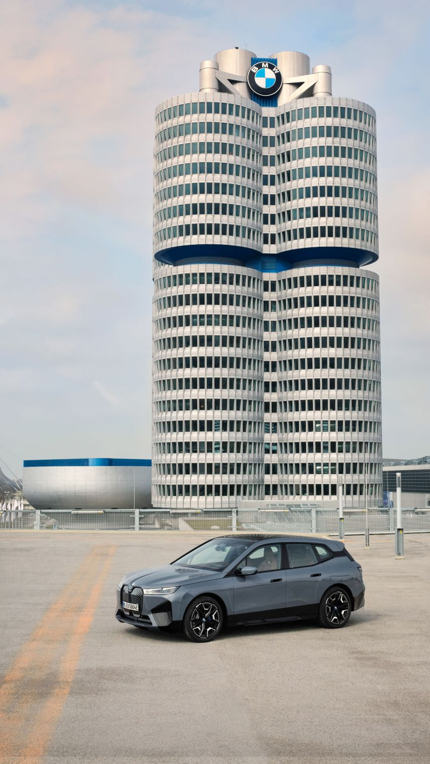 BMW iX fully detailed – power, range bumped slightly to up to 523 PS, 630 km; new M60 with over 600 PS Image #1301828