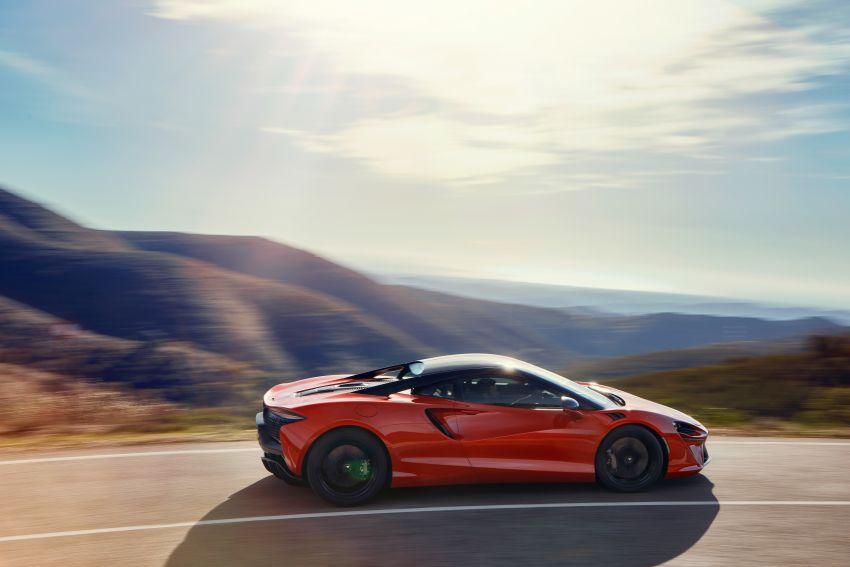 New McLaren Artura in Azores Orange to debut in Italy Image #1304824