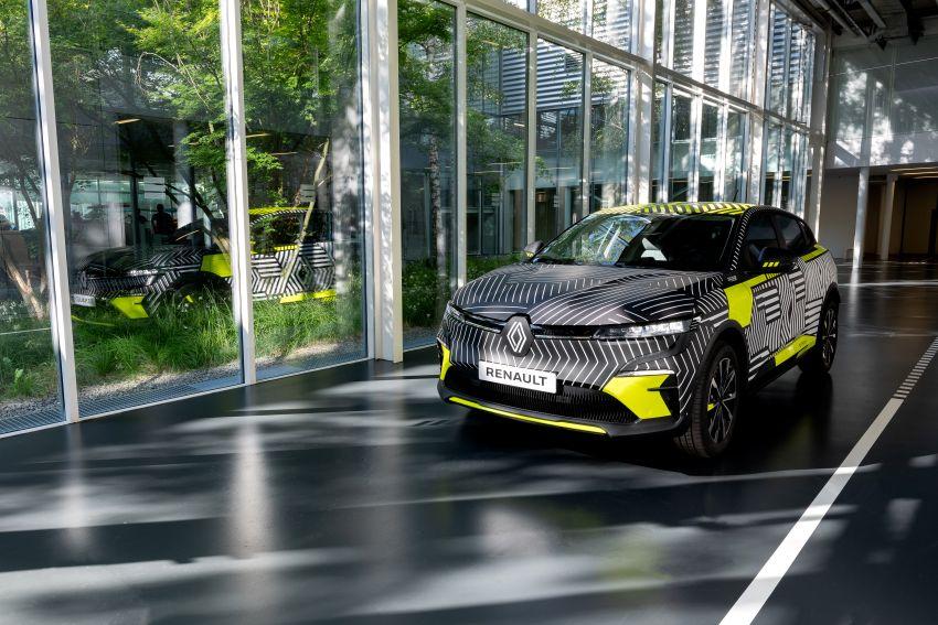 Renault Megane E-Tech Electric pre-production car shown; 217 hp motor, 60 kWh battery; 450 km range Image #1304210