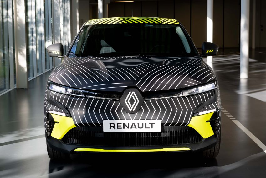Renault Megane E-Tech Electric pre-production car shown; 217 hp motor, 60 kWh battery; 450 km range Image #1304211