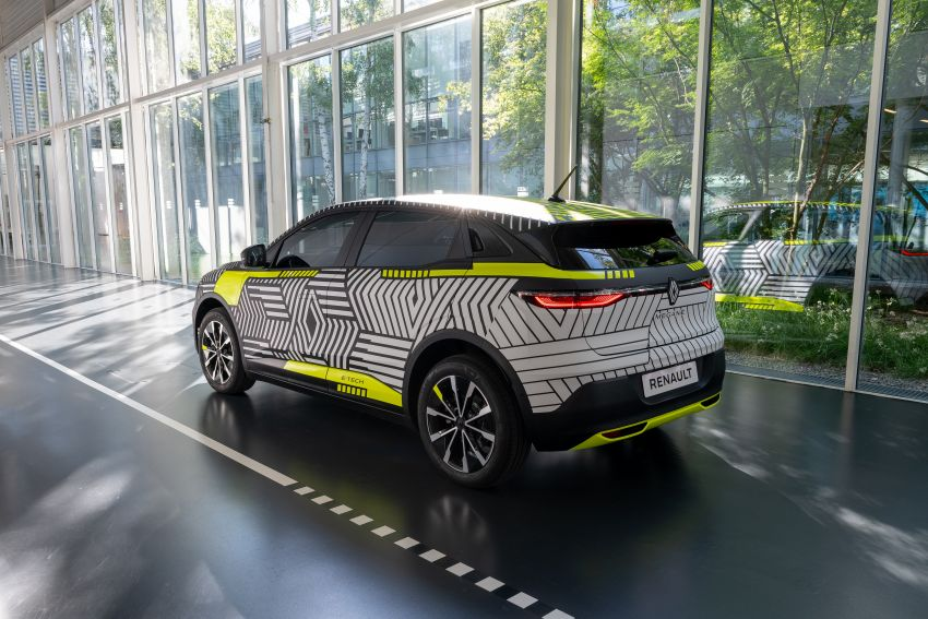Renault Megane E-Tech Electric pre-production car shown; 217 hp motor, 60 kWh battery; 450 km range Image #1304212