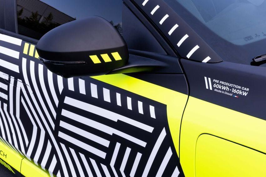 Renault Megane E-Tech Electric pre-production car shown; 217 hp motor, 60 kWh battery; 450 km range Image #1304216