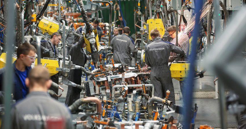 Daimler dan VW pendekkan waktu bekerja disebabkan masalah kekurangan bekalan cip semikonduktor Image #1308767
