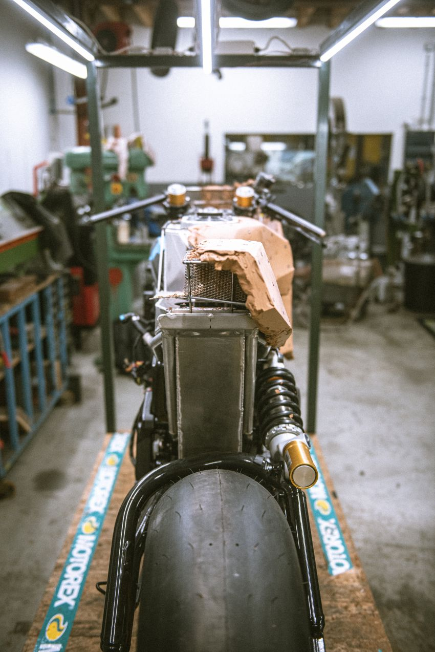 """Workhorse Speed Shop builds """"Black Swan"""" and """"FTR AMA"""", based on Indian Motorcycle FTR flat tracker Image #1323378"""