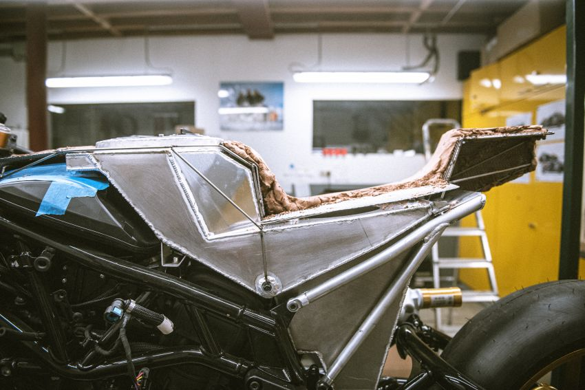 """Workhorse Speed Shop builds """"Black Swan"""" and """"FTR AMA"""", based on Indian Motorcycle FTR flat tracker Image #1323381"""
