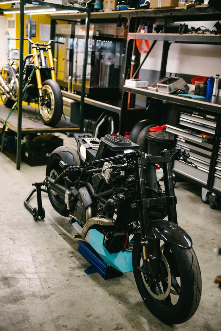 """Workhorse Speed Shop builds """"Black Swan"""" and """"FTR AMA"""", based on Indian Motorcycle FTR flat tracker Image #1323332"""