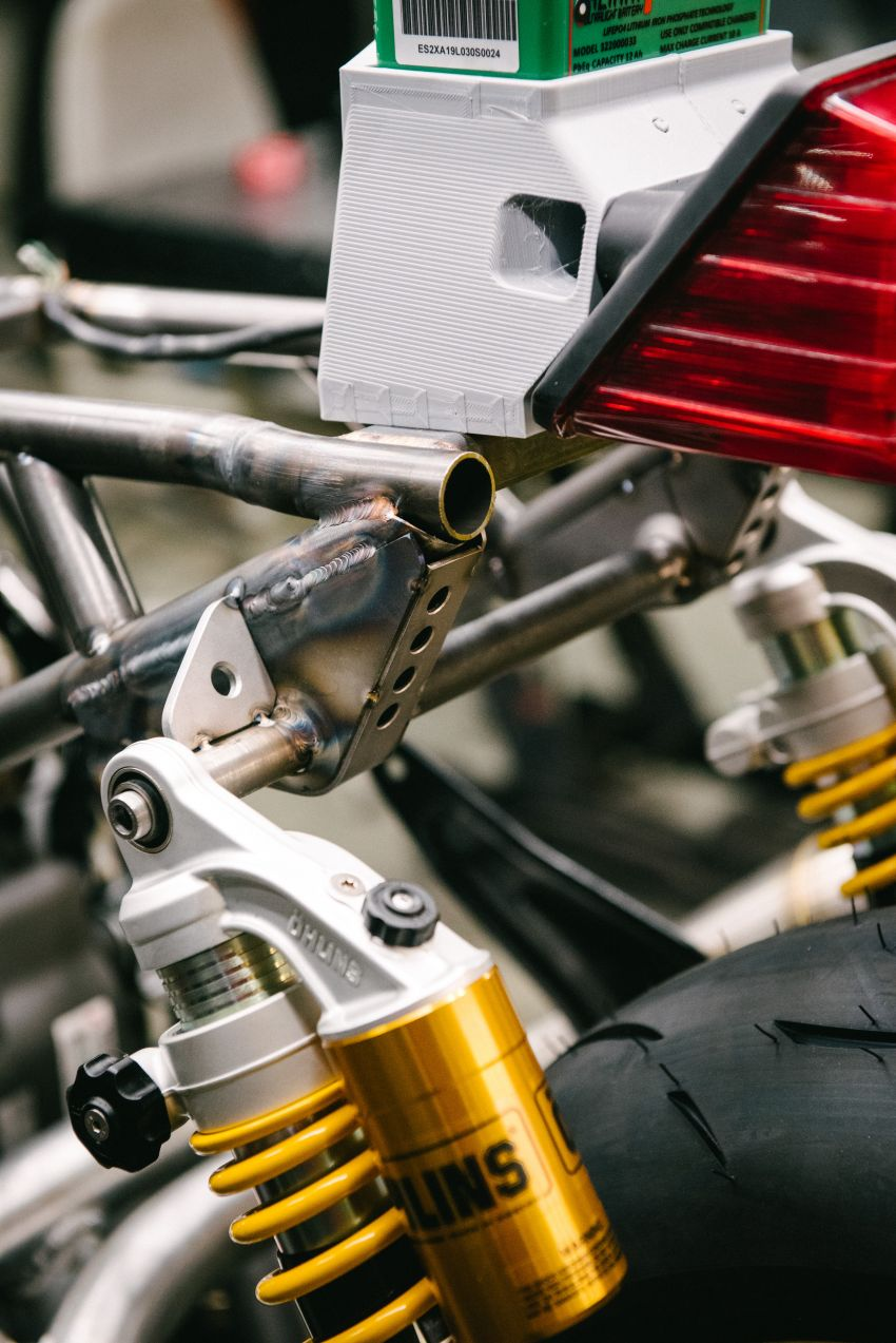 """Workhorse Speed Shop builds """"Black Swan"""" and """"FTR AMA"""", based on Indian Motorcycle FTR flat tracker Image #1323338"""