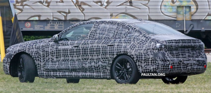 SPYSHOTS: 2024 G60 BMW 5 Series hybrid, EV seen Image #1315974