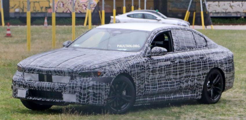 SPYSHOTS: 2024 G60 BMW 5 Series hybrid, EV seen Image #1315984