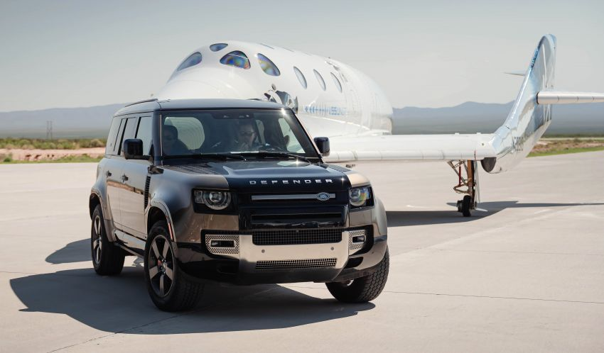 Land Rover Defender 110 and Range Rover Astronaut Edition support Virgin Galactic's maiden space flight Image #1318507