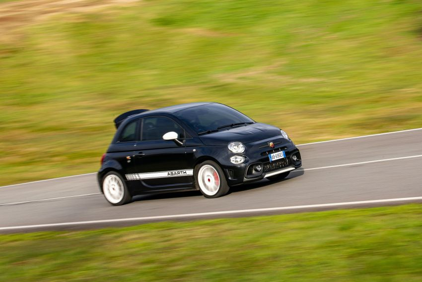 Abarth 695 Esseesse debuts – lighter with bespoke styling; 180 PS 1.4L turbo engine; limited to 1,390 units Image #1315423