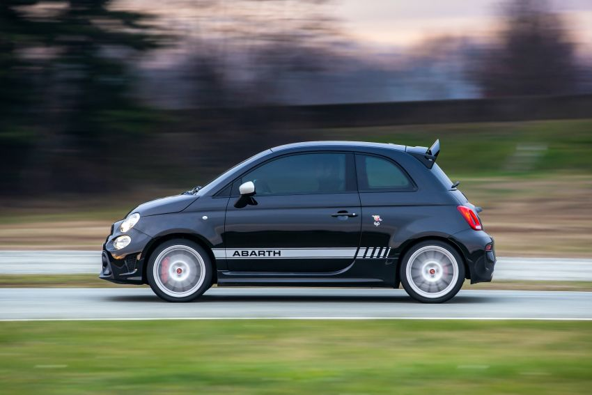 Abarth 695 Esseesse debuts – lighter with bespoke styling; 180 PS 1.4L turbo engine; limited to 1,390 units Image #1315410