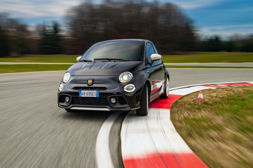 Abarth 695 Esseesse debuts – lighter with bespoke styling; 180 PS 1.4L turbo engine; limited to 1,390 units Image #1315411
