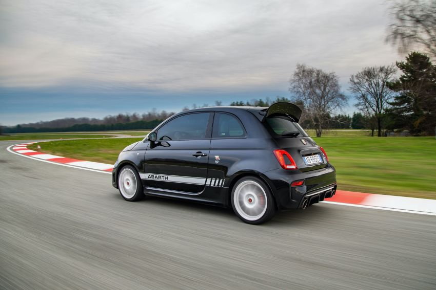 Abarth 695 Esseesse debuts – lighter with bespoke styling; 180 PS 1.4L turbo engine; limited to 1,390 units Image #1315412