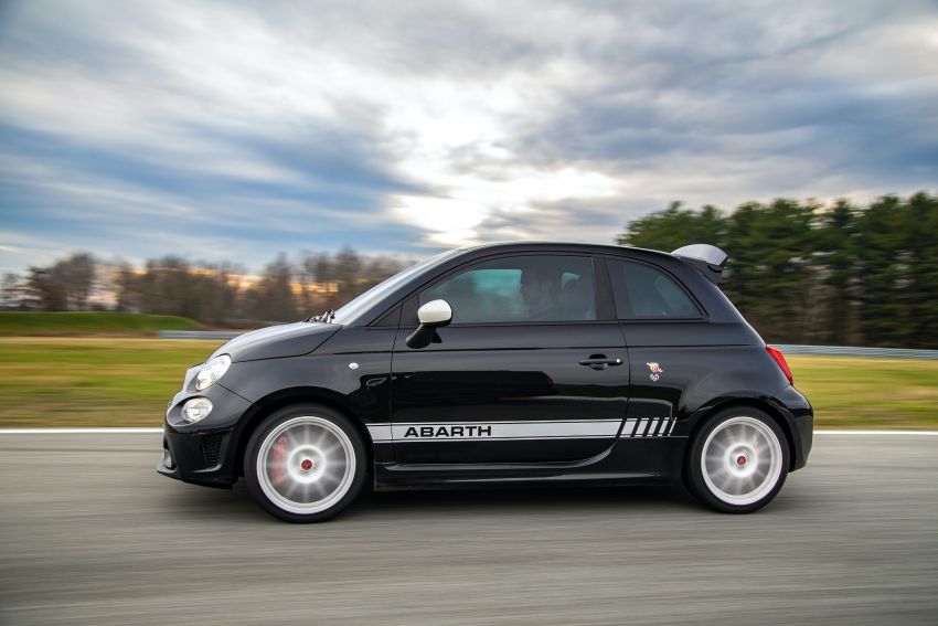 Abarth 695 Esseesse debuts – lighter with bespoke styling; 180 PS 1.4L turbo engine; limited to 1,390 units Image #1315413