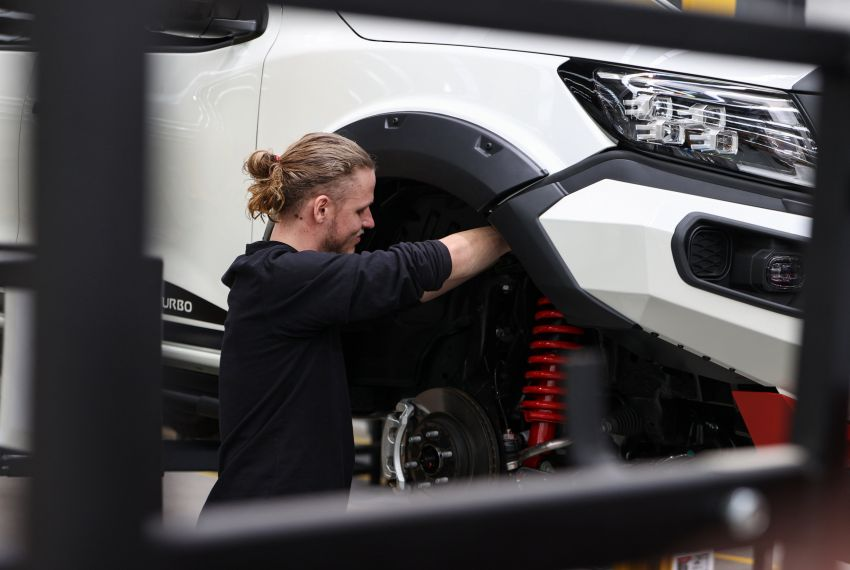 Nissan Navara Pro-4X Warrior launched in Australia – rugged pick-up with revised suspension, new styling Image #1314723