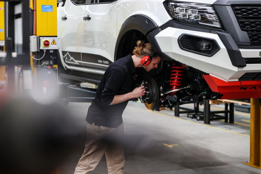 Nissan Navara Pro-4X Warrior launched in Australia – rugged pick-up with revised suspension, new styling Image #1314724