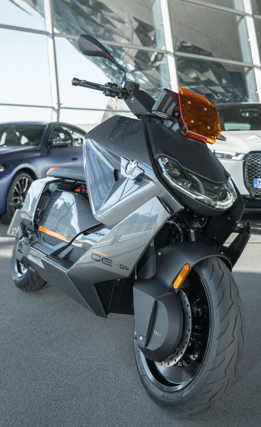 2021 BMW Motorrad CE04 e-scooter with 42 hp motor Image #1316515