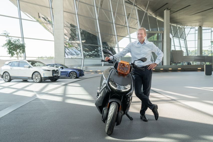 2021 BMW Motorrad CE04 e-scooter with 42 hp motor Image #1316504