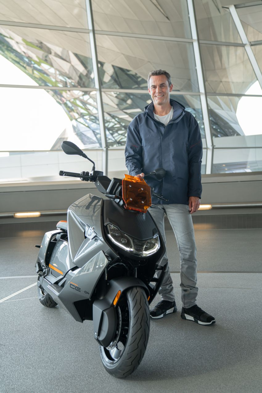 2021 BMW Motorrad CE04 e-scooter with 42 hp motor Image #1316510