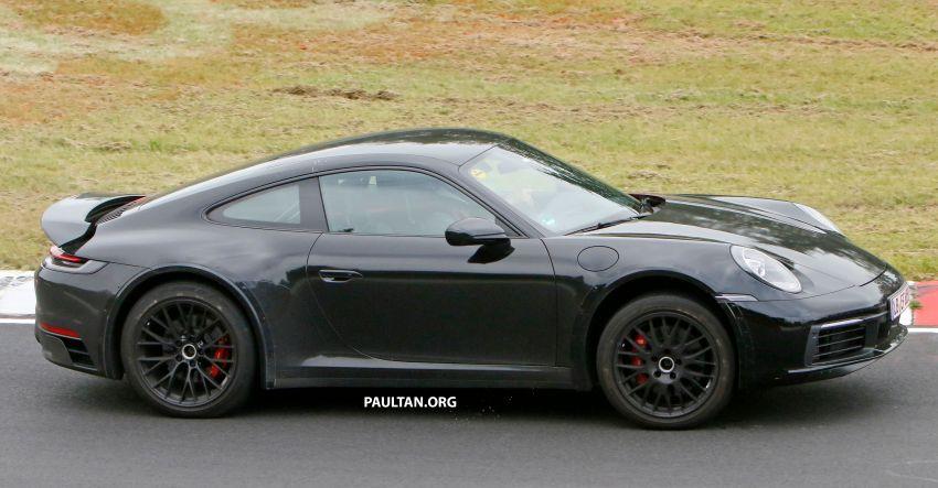 SPYSHOTS: Porsche 911 'Safari' seen testing on track Image #1318181