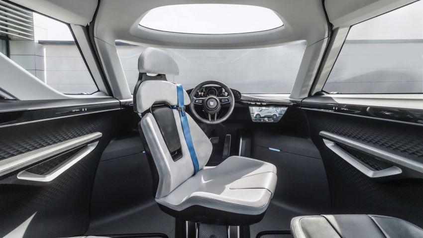 Porsche Renndienst exhibits futuristic interior design Image #1323115