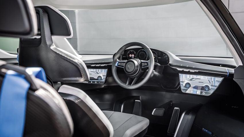 Porsche Renndienst exhibits futuristic interior design Image #1323118