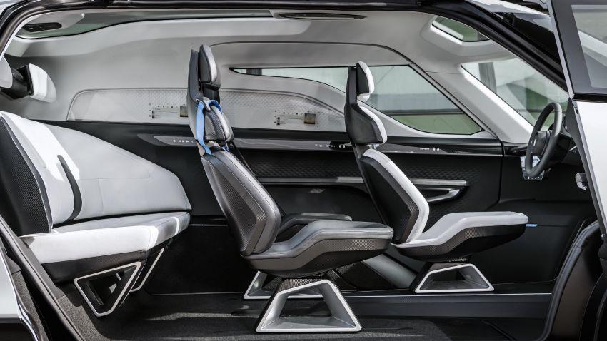 Porsche Renndienst exhibits futuristic interior design Image #1323120