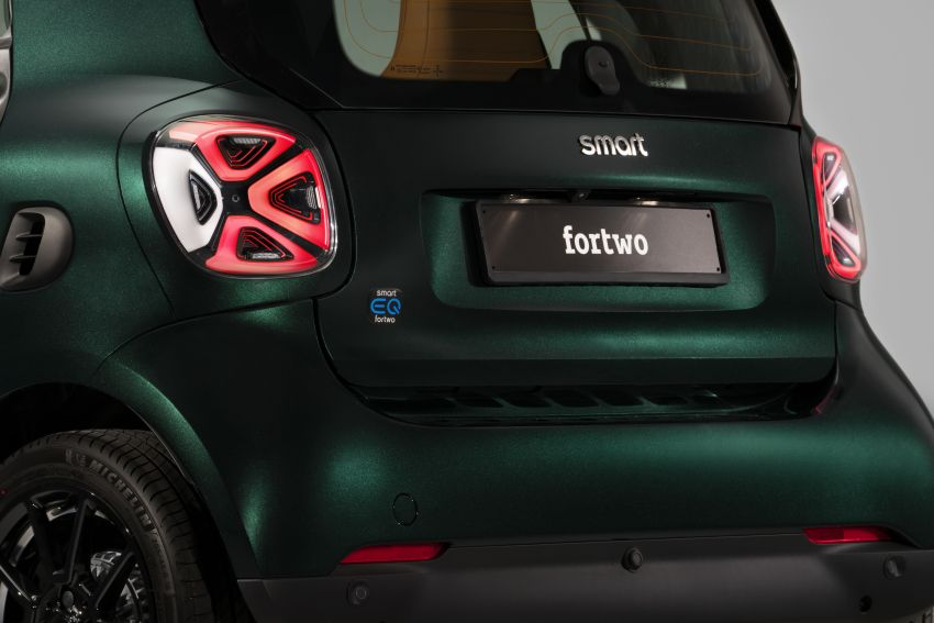 2021 smart EQ fortwo Racing Green Edition unveiled Image #1321800