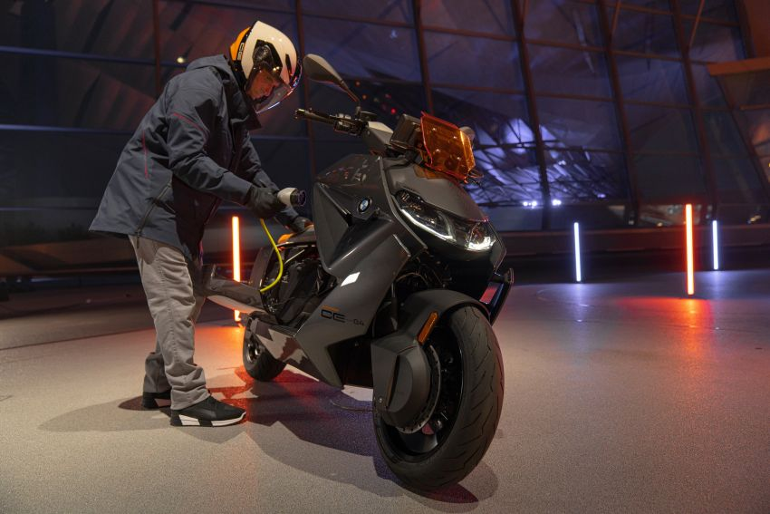 2021 BMW Motorrad CE04 e-scooter with 42 hp motor Image #1316426