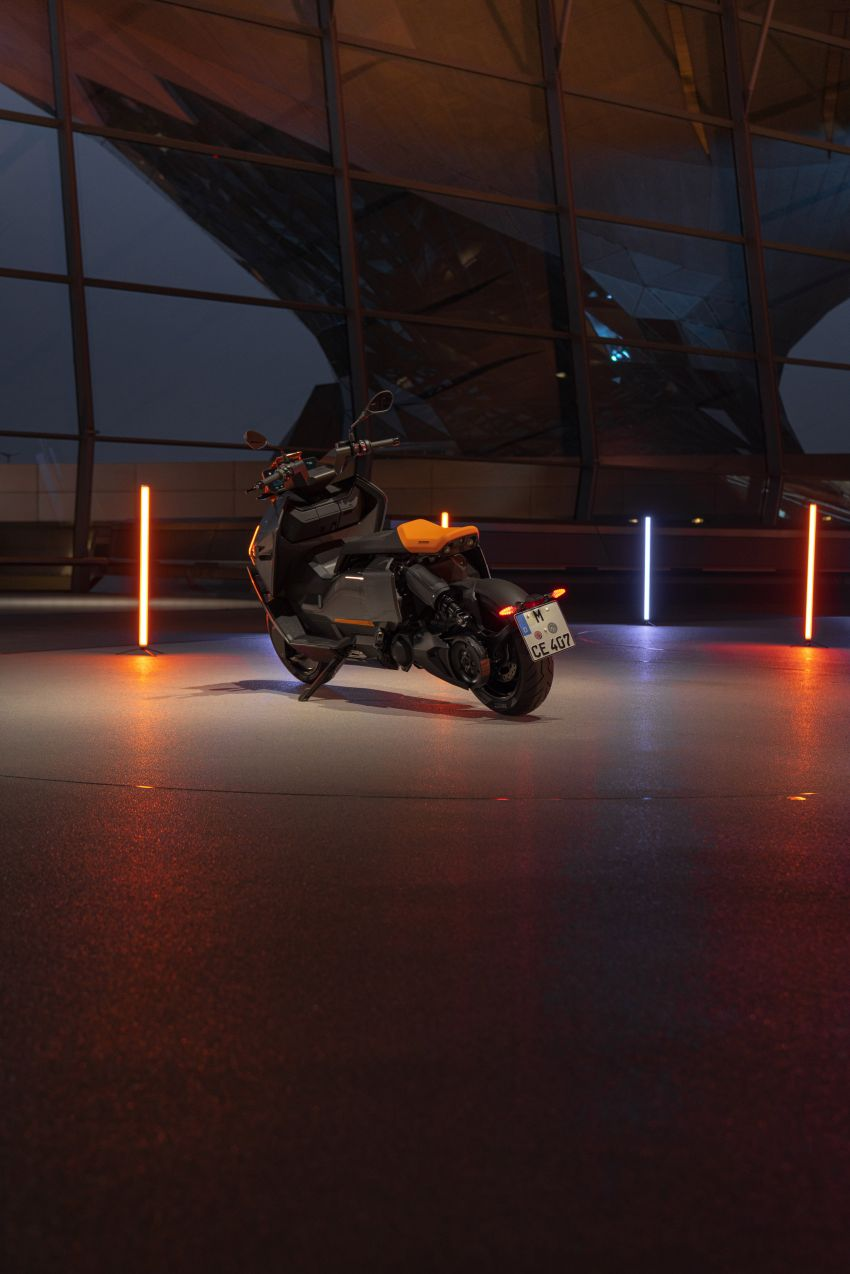 2021 BMW Motorrad CE04 e-scooter with 42 hp motor Image #1316427