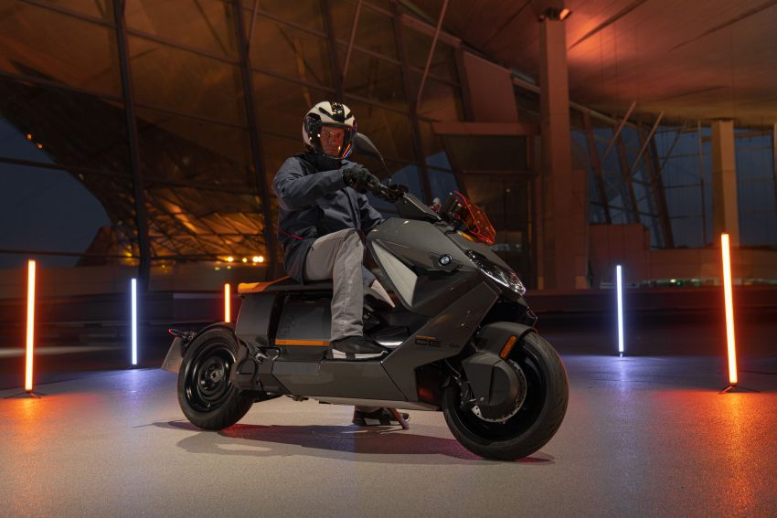 2021 BMW Motorrad CE04 e-scooter with 42 hp motor Image #1316429