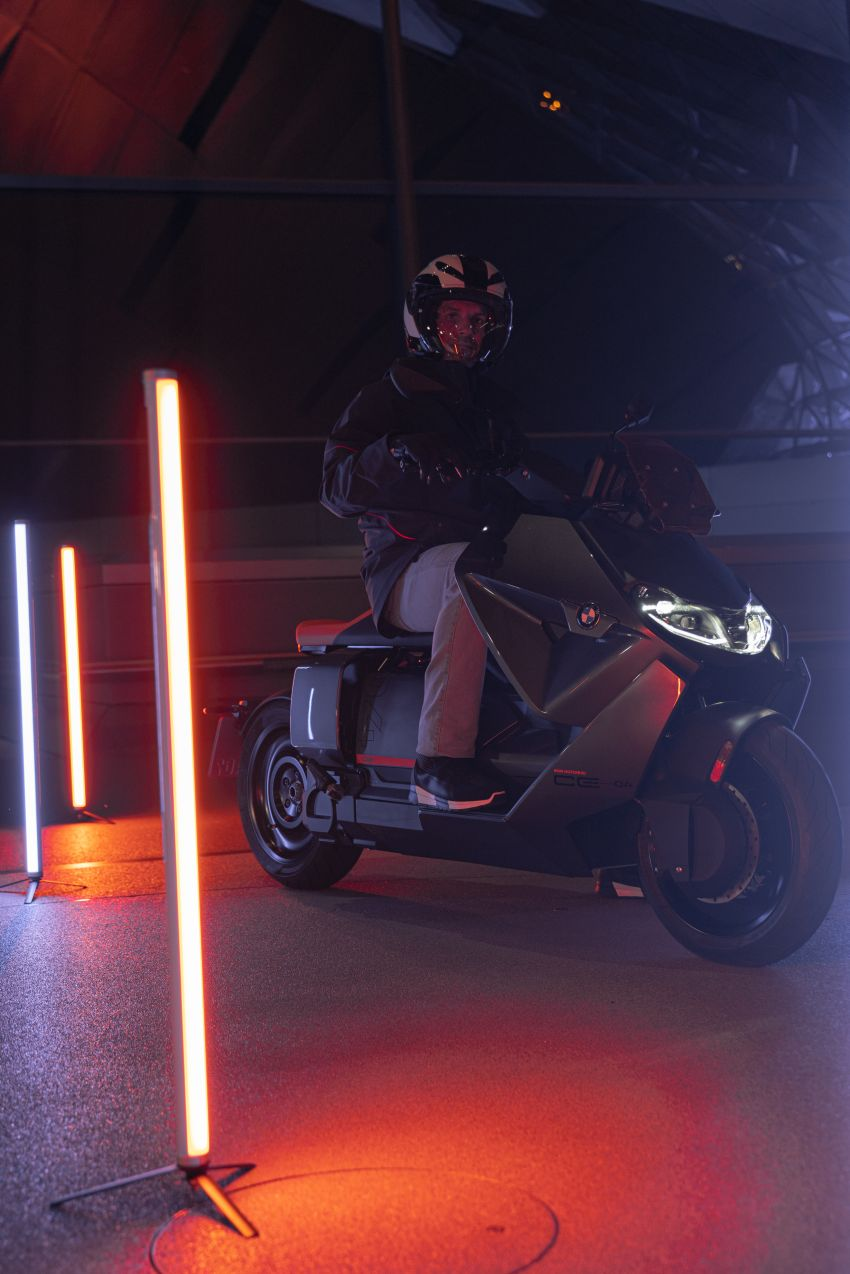 2021 BMW Motorrad CE04 e-scooter with 42 hp motor Image #1316433