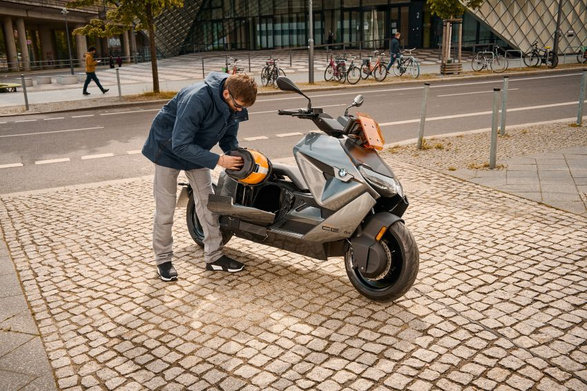 2021 BMW Motorrad CE04 e-scooter with 42 hp motor Image #1316447