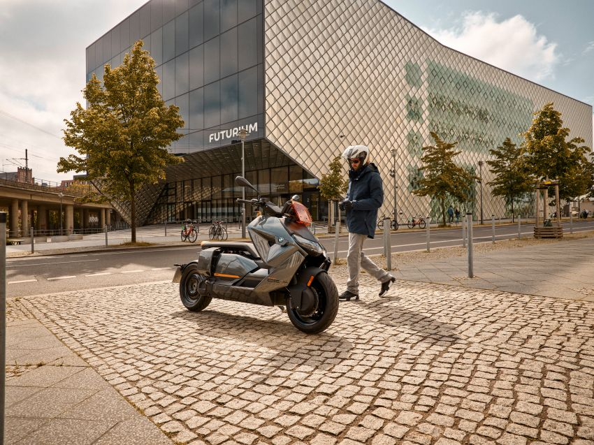 2021 BMW Motorrad CE04 e-scooter with 42 hp motor Image #1316448