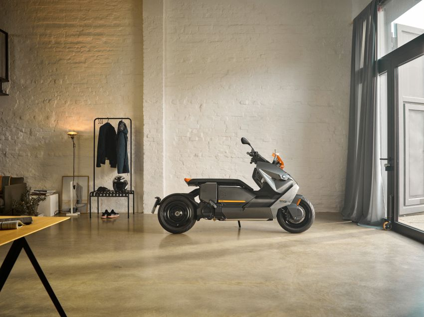 2021 BMW Motorrad CE04 e-scooter with 42 hp motor Image #1316435