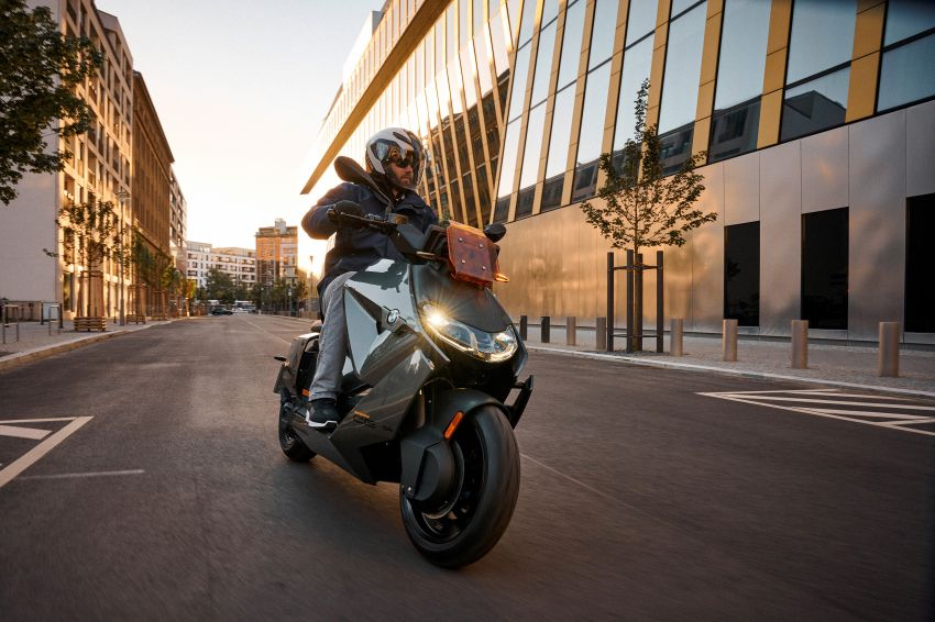 2021 BMW Motorrad CE04 e-scooter with 42 hp motor Image #1316459