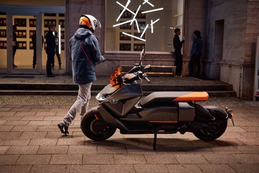 2021 BMW Motorrad CE04 e-scooter with 42 hp motor Image #1316442