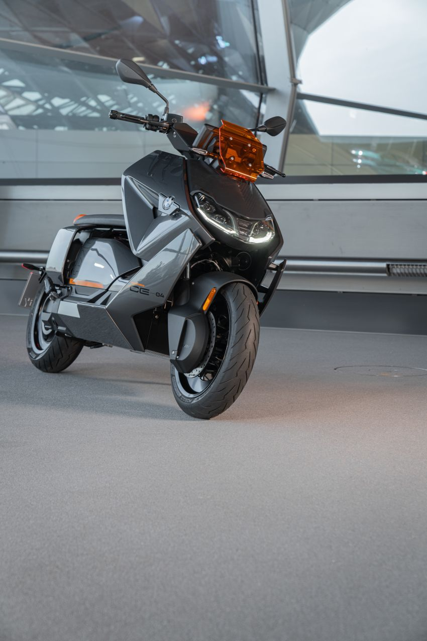 2021 BMW Motorrad CE04 e-scooter with 42 hp motor Image #1316475
