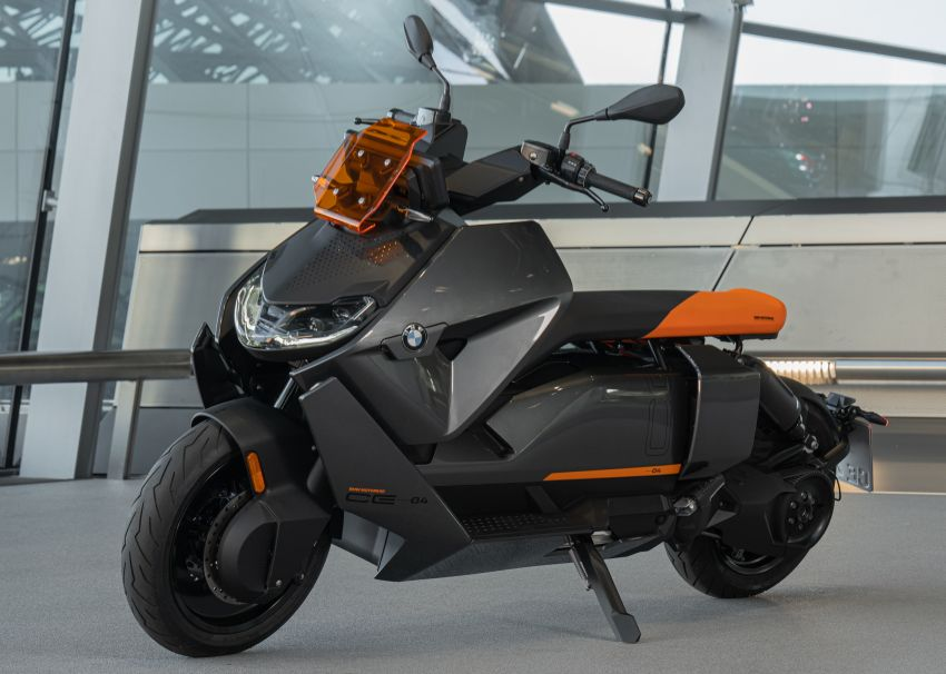 2021 BMW Motorrad CE04 e-scooter with 42 hp motor Image #1316483