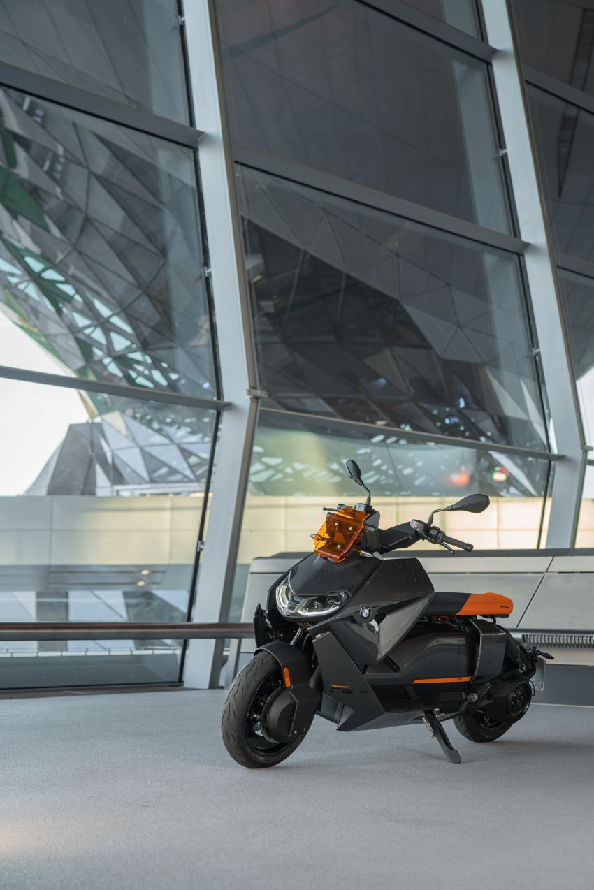2021 BMW Motorrad CE04 e-scooter with 42 hp motor Image #1316484