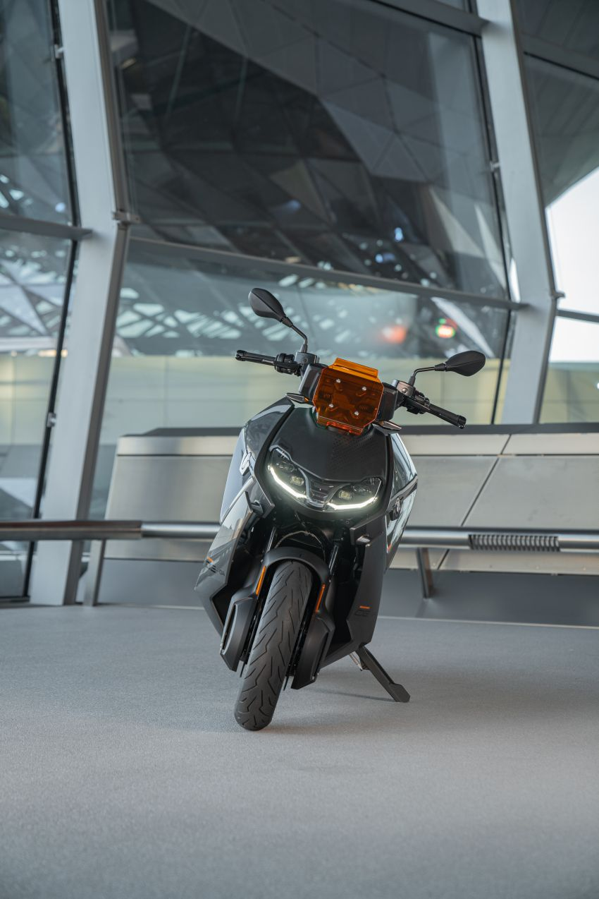 2021 BMW Motorrad CE04 e-scooter with 42 hp motor Image #1316485