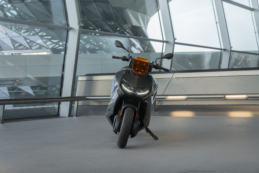 2021 BMW Motorrad CE04 e-scooter with 42 hp motor Image #1316486