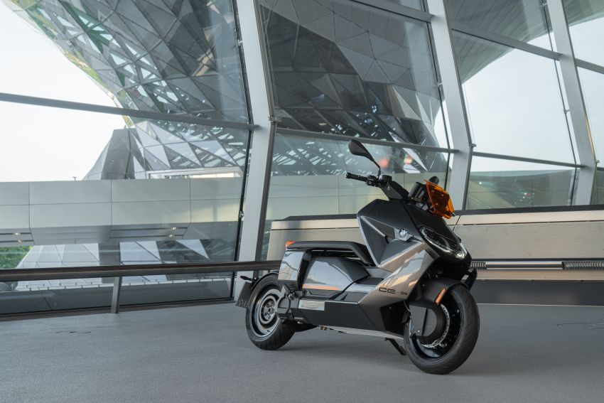 2021 BMW Motorrad CE04 e-scooter with 42 hp motor Image #1316476