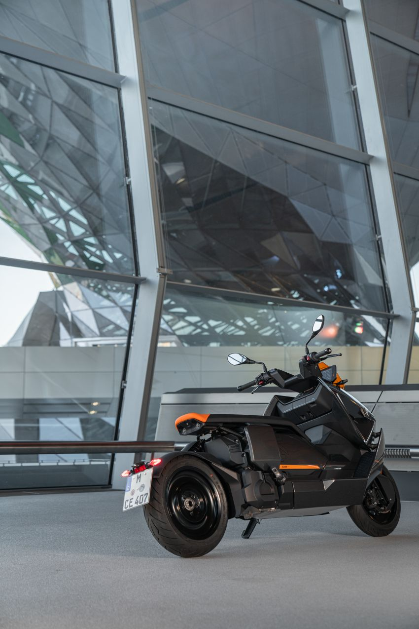 2021 BMW Motorrad CE04 e-scooter with 42 hp motor Image #1316474