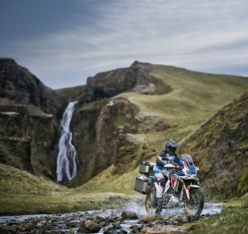 2022 Honda CRF1100L Africa Twin and Africa Twin Adventure Sports updated – rear carrier, lower screen Image #1337198