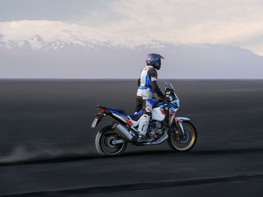 2022 Honda CRF1100L Africa Twin and Africa Twin Adventure Sports updated – rear carrier, lower screen Image #1337199